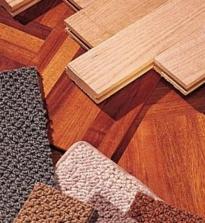 हॉलवे में फर्श बेहतर हैं: लकड़ी की छत, लकड़ी की छत बोर्ड, टुकड़े टुकड़े, कालीन, लिनोलियम, सिरेमिक टाइल या ग्रेनाइट।