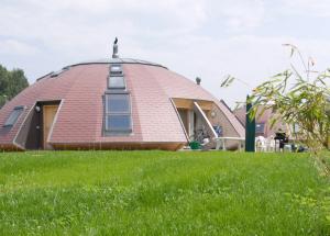 Dome maisons skydome: calcul, mise en page, intérieur, avantages et inconvénients, photo à l'intérieur et à l'extérieur.