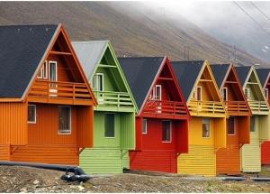 लकड़ी के घर को चित्रित करना: बाहर से लकड़ी के घर को चित्रित करना, चित्रकला की लागत, लकड़ी के घर को चित्रित करने, पीसने और चित्रकला के लिए पेंट करना।