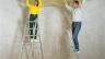 Изолација на таванот минерална волна во приватен дом: карактеристиките на минерална волна, добрите и лошите страни, изолација на таванот во внатрешноста на куќата и надвор.