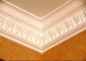 Kaip klijuoti lubų grindjuostes, sąnarius, lubų kampus - tai padaryti teisingai
