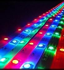 Какую светодиодную ленту выбрать для подсветки: яркость подсветки, оттенок света, для освещения коридора и лестниц, для гостиной, для кухни, для ванной, для детской, для спальни. Монтаж светодиодной подсветки ленты: расчет мощности блока питания, подключение ленты.