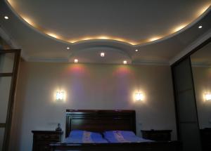 अपने हाथों से बेडरूम को प्रकाश देना