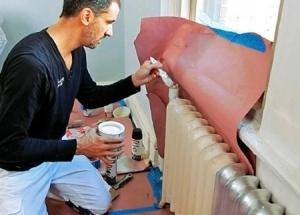 Kaip dažyti šildymo radiatorius: karštas ar šaltas, kokius dažus, kaip pašalinti senus dažus, kokius šepečius dažyti, tapybos etapus.