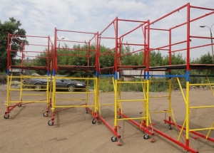 Jenis perancah: modular atau terpisah, attachable, clamp, stand-cross, frame, wedge, rigs tours.
