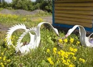 Лебедь из покрышки, делаем своими руками