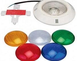 Kako odabrati rasvjetni sustav za bazen, vrste vanjskih i podvodnih svjetala