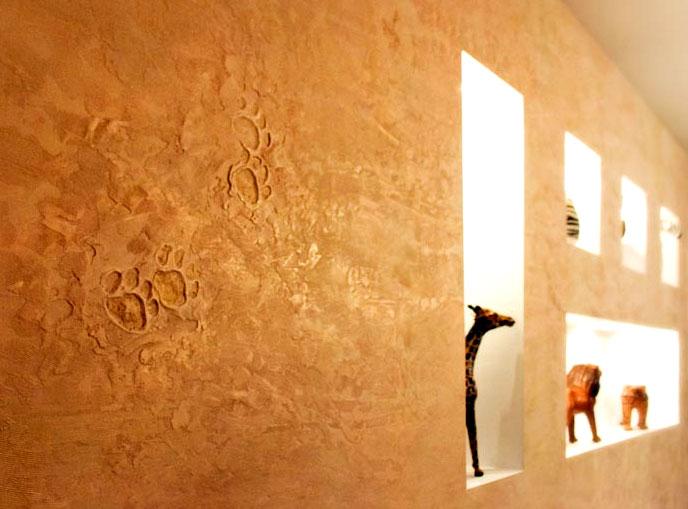 Декоративен малтер во внатрешноста на станот - слика