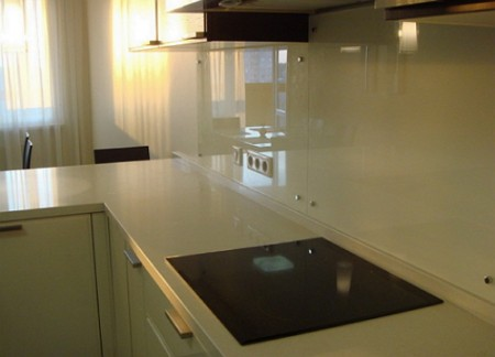 1300053726_glass-panel-kitchen-03