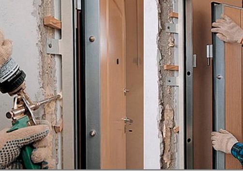 Ustanovka-metallicheskoy-dveri-svoimi-rukami