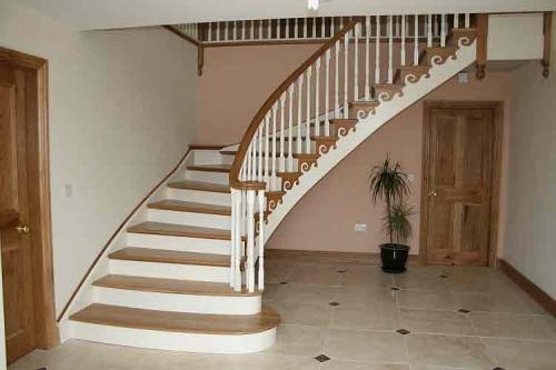 Как покрасить деревянную лестницу на второй этаж своими руками фото