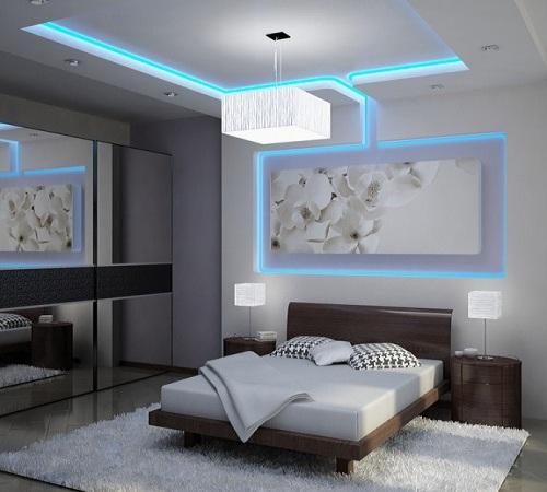 voshititelnyy-dizayn-spalni-s-ispolzovaniem-svetodiodnoy-lenty-ne-tak-li-600x450