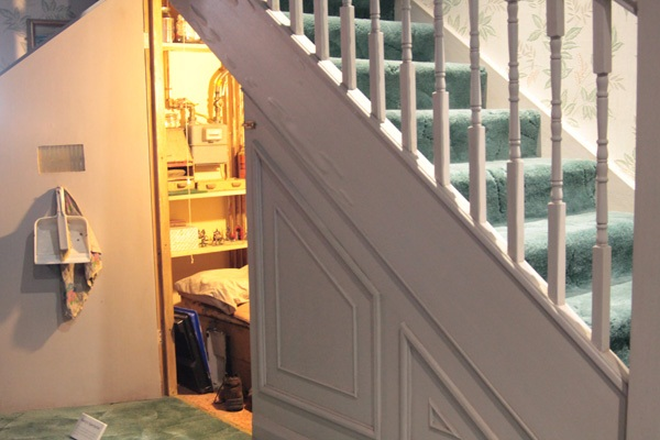 Как сделать ящики под лестницей