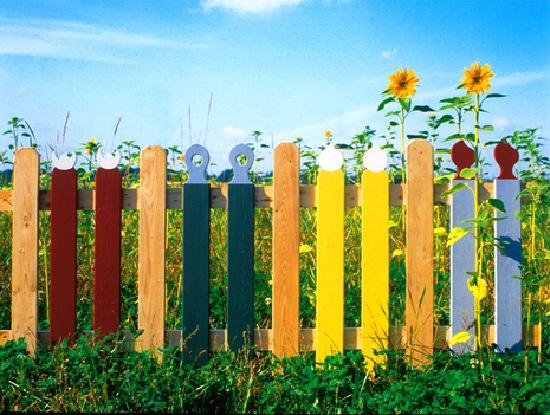 Как красить забор своими руками 97