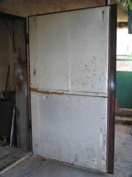 पॉलीस्टीरिन फोम के साथ गेराज दरवाजे की वार्मिंग