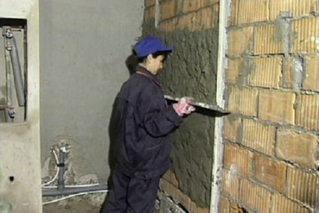 niveler les murs sous la tuile