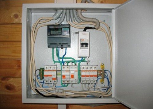 Монтаж-электропроводки-в-деревянном-доме