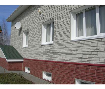 Verkleidung der Fassade mit Sockelverkleidung