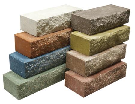 Briques de pierre déchiquetées