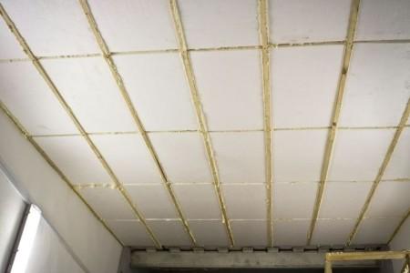Warming-Decke-in-Garage-Schaum