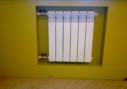 radiator_otpleniya_v_nishe_iz_gipsokartona-1024x768