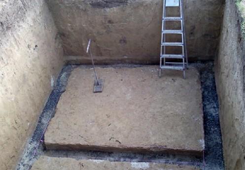 kotlovan-pogreba-podgotovlennyy-pod-montazh-vnutri