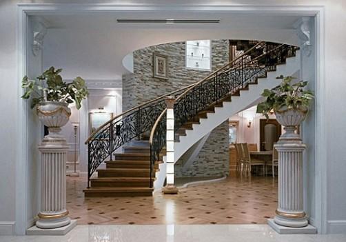 kolonny-podstavki-v-vestibyule-doma