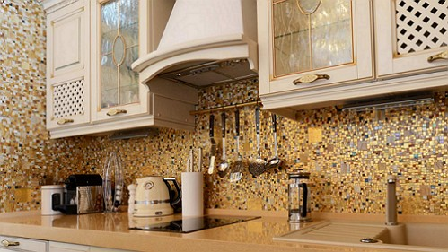 mozaika-dekor-rabochee-zoloto