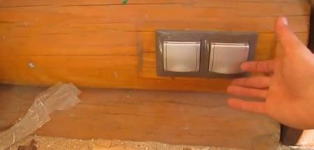 Скрытая-электропроводка-в-деревянном-доме-1024x492