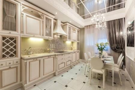 Ogledalo-plafon-u-unutrašnjost-kuhinja-u-klasičnom stilu-796x531