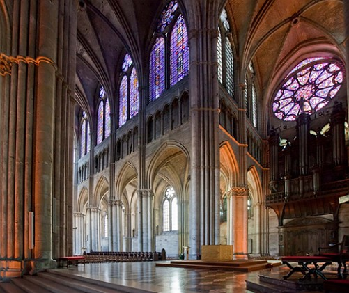 Foto-1-Vitražas-grotelės-gotiška architektūra-Rejmsskogo-sobora-Prancūzija1
