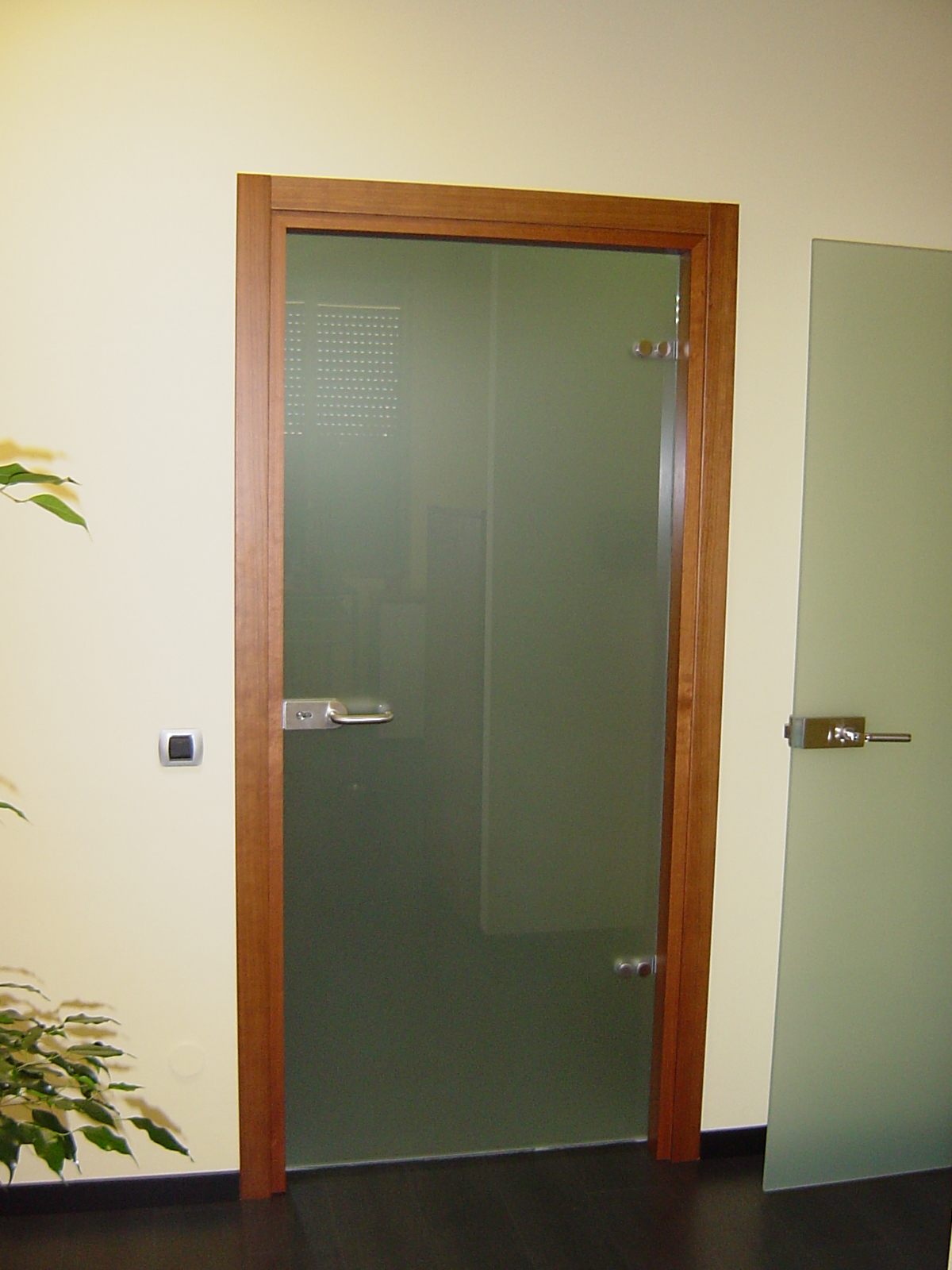 Как сделать стеклянную дверцу своими руками фото 137