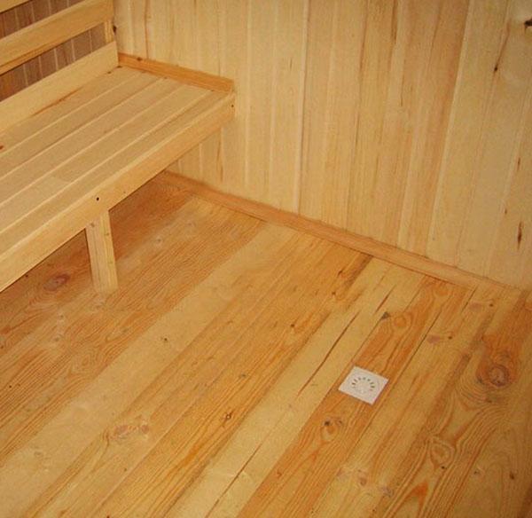 Деревянный непротекающий пол в бане своими руками