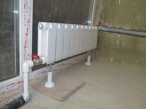 odin-iz-sposobov-ustanovki-radiatora